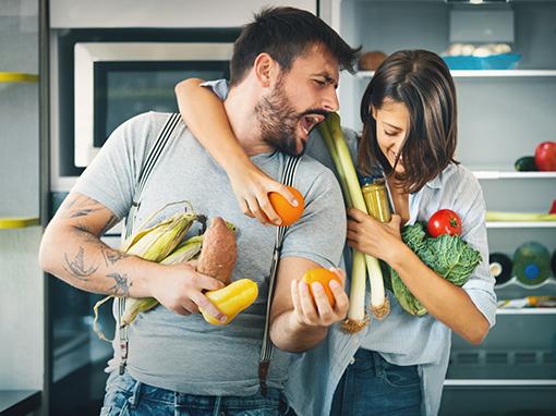 Jak správně skladovat potraviny? Kterým to svědčí spolu a které nesnášejí chlad?